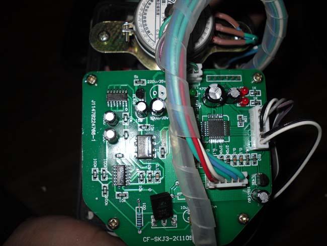 CF-SKJ3-2电路板主要技术参数 1:输入信号:4-20mADC,0-10mADC,1-5VDC,0-10VDC模拟量,数字数据可选 2:控制精度±1% 3:显示精度±1% 4:回差<1% 5:限位控制:程序控制,机械限位,电气限位 6:输入端电阻250Ω 7:电源电压:220V 50HZ CF-SKJ3-2电路板键操作举例 1:进入设定状态: 开机后,自动进入自动工作状态,先按一下切换键键,使工作模式为手动状态,再按切换键4秒进入设定状态,窗口前三位显示n01